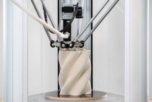 la stampante delta WASP 2040 PRO stampa un vaso in clay modellato con grasshopper